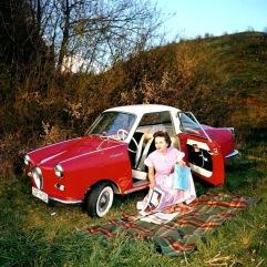 Das Goggomobil Coupé wurde 1956 auf der Internationalen Fahrrad- und Motorradausstellung (IFMA) vorgestellt - und war, wie die Limousine, ein Erfolgsmodell.Das Foto wurde von www.glasclub.org zur Verfügung gestellt.